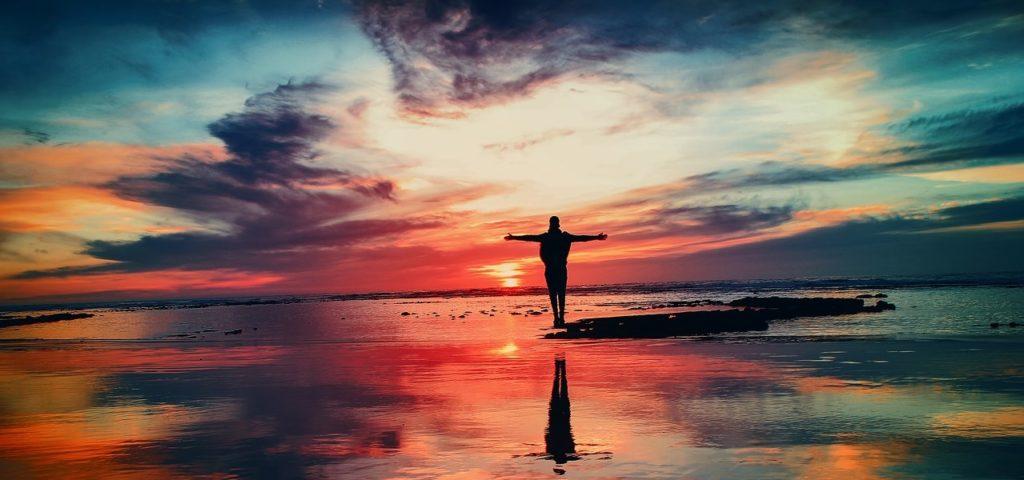 Wie werde ich erfolgreich - Bild von Person im Sonnenuntergang
