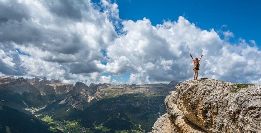 Unterwerfung oder Freiheit - Titelbild Berggipfel